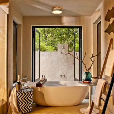 Little Bush Lodge Bath Room